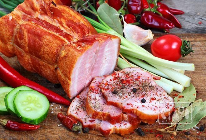 Фото копченой свиной шеи со специями